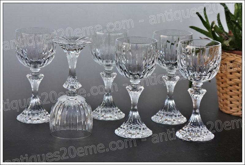 Verres à eau du service en cristal de St Louis modèle Fontainebleau, St.Louis crystal water glasses