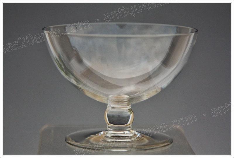 Coupe à champagne en cristal de Baccarat du service modèle Gilbert Art Déco, Baccarat crystal Champagne glass