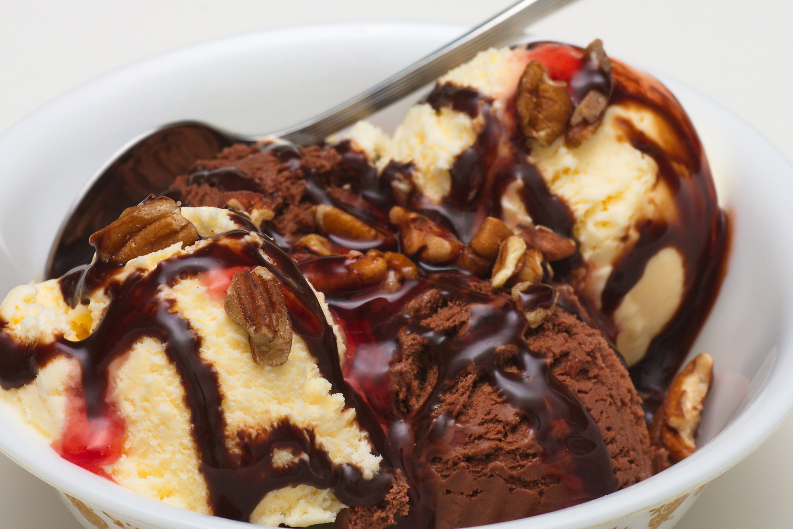 bigstock-Chocolate-And-Vanilla-Sundae-17