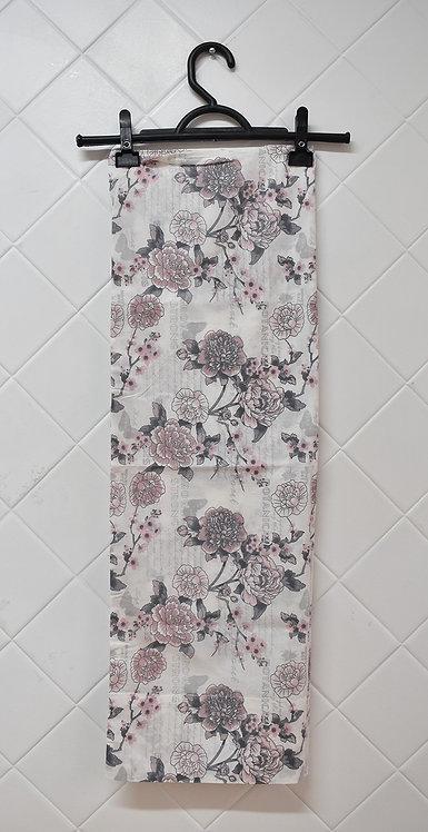 Fronha Branca com Detalhes de Flores Rosa e Cinza