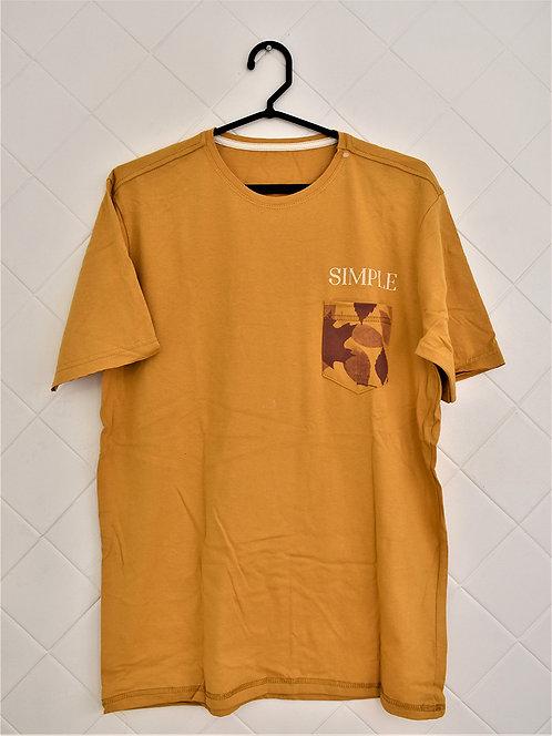 Camiseta Masculina Mostarda com Bolso Estapado