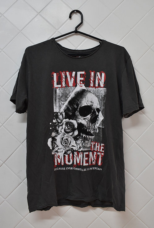 Camiseta Masculina Cinza com Estampa de Caveira