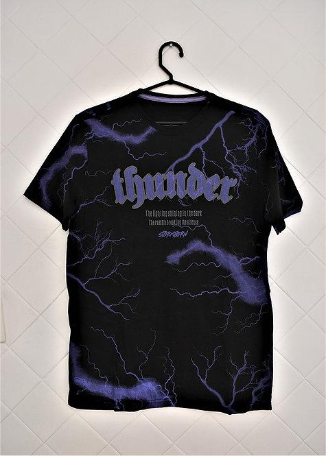 Camiseta Masculina Preta com Estampas em Roxo Thunder