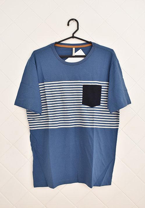 Camiseta Masculina Azul com Listras Brancas e Bolso