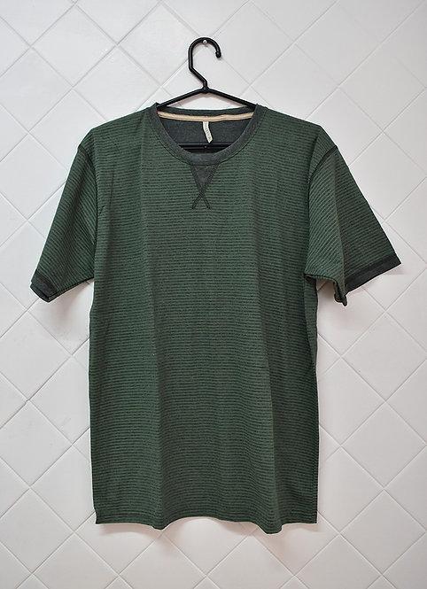 Camiseta Masculina Verde com Listras Finas