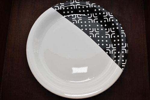 Prato Raso Branco com Detalhe Preto
