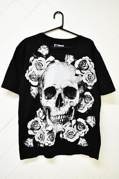 Camiseta Masculina Preta com Caveira e Flores