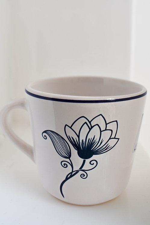 Xícara Branca com Flor Azul