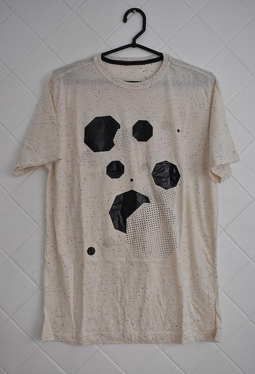 Camiseta Masculina Creme com Estampa Geométrica em Preto