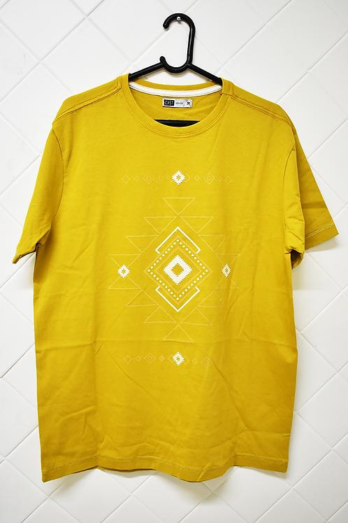 Camiseta Masculina Amarela com Estampa em Branco