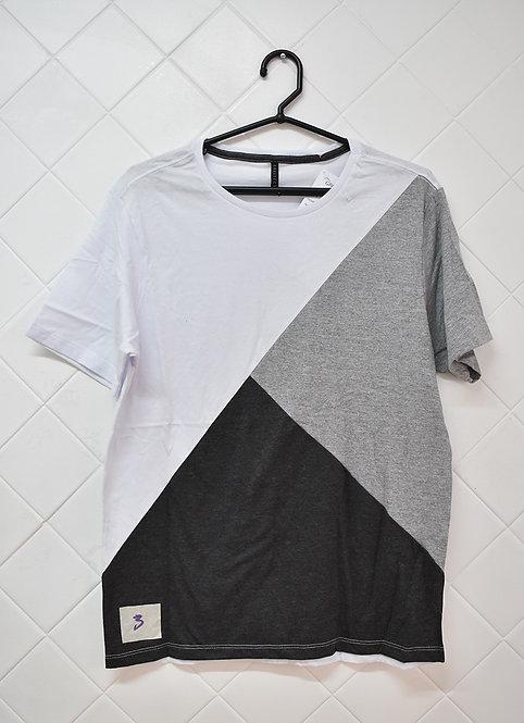 Camiseta Masculina em Três Cores Branco Cinza e Preto