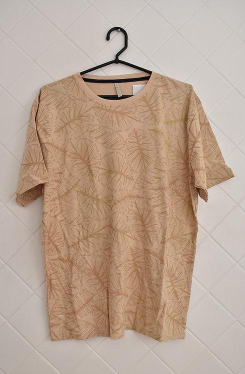 Camiseta Masculina Bege com Estampa de Folhas
