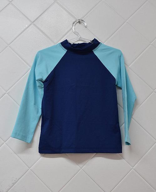 Camiseta Infantil Praia Azul Marinho com Mangas em Azul Claro