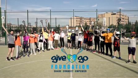 La Fundación Give & Go dona 57 cascos y otro material necesario