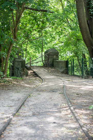 tracks leading to a demolished bridge over the Teltow Canal