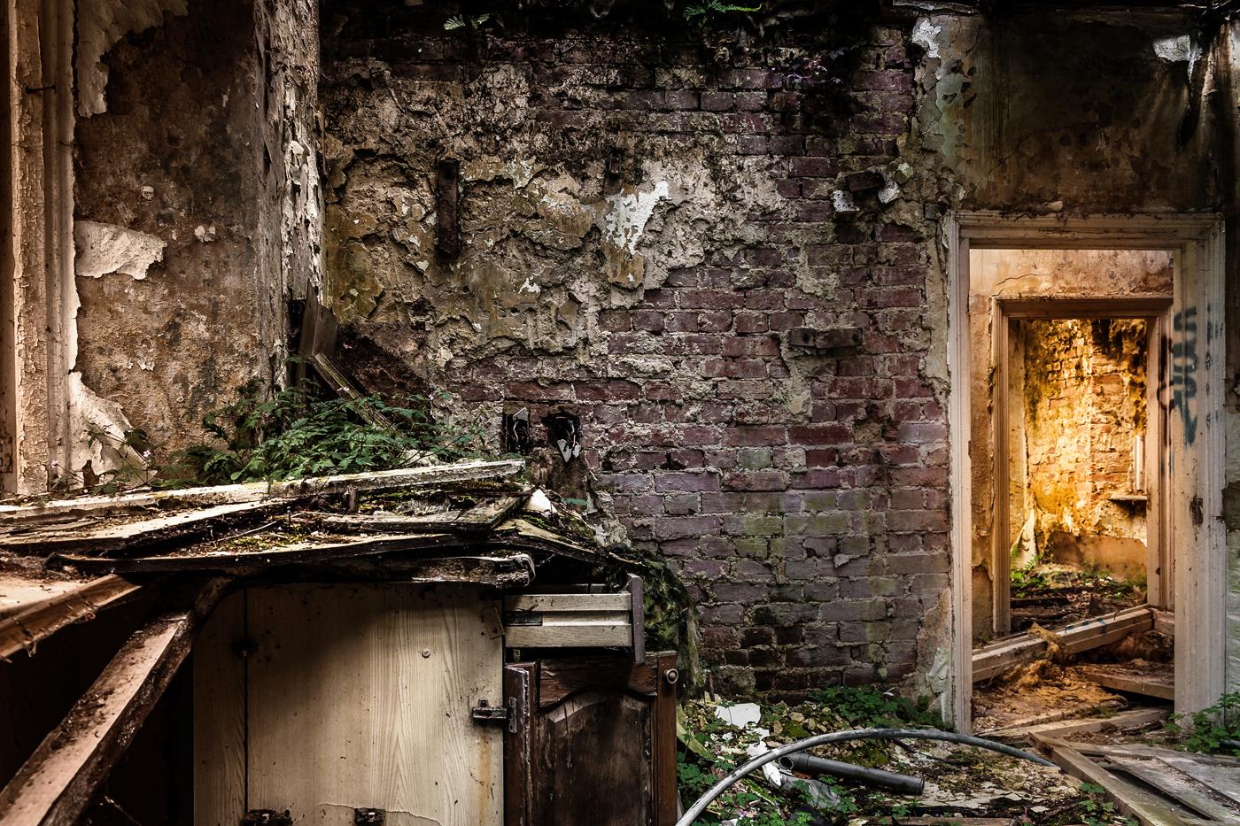 THE HIDDEN DOOR by Kevin Day