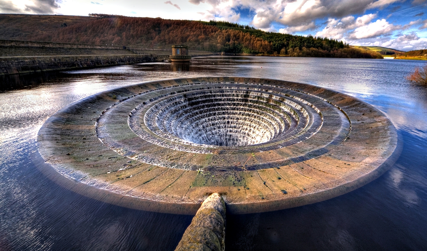 LADYBOWER RESERVOIR by Rojer Weightman