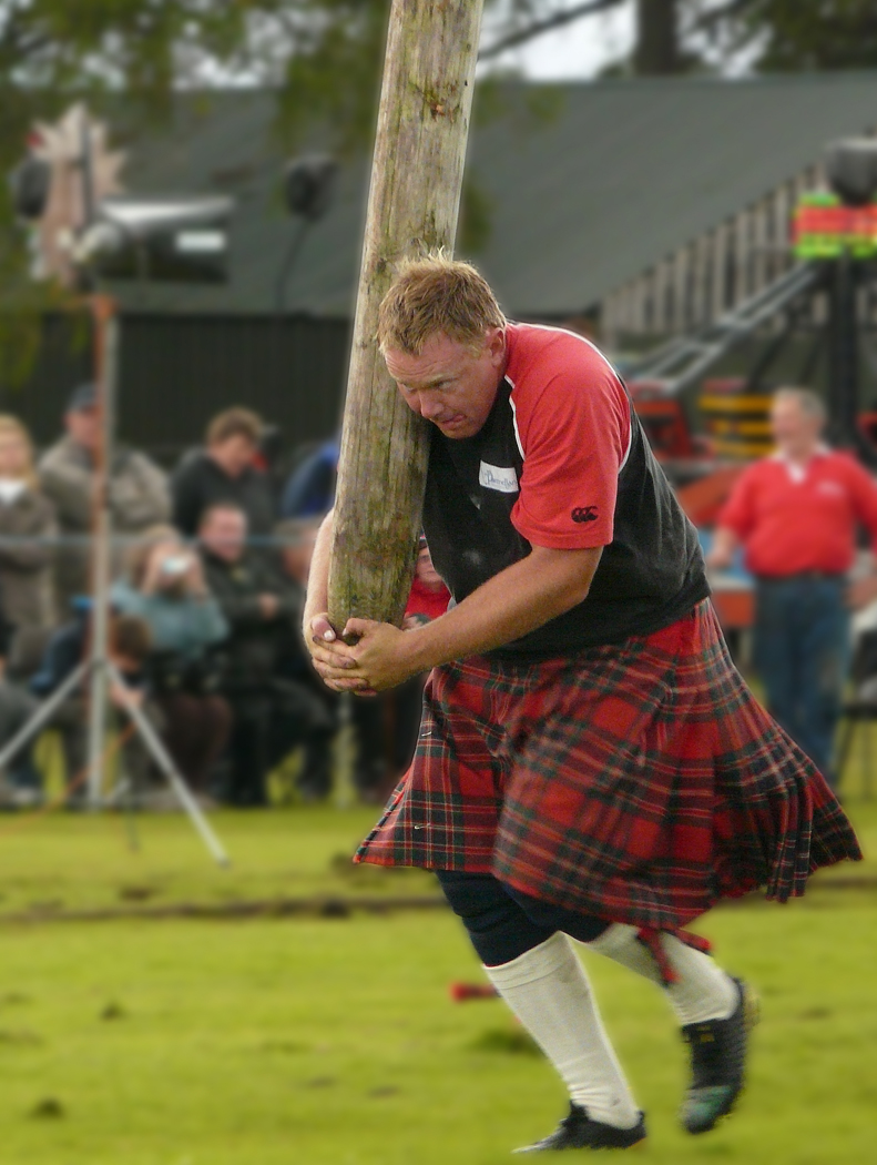 CABER TOSS by Alan Munro.jpg
