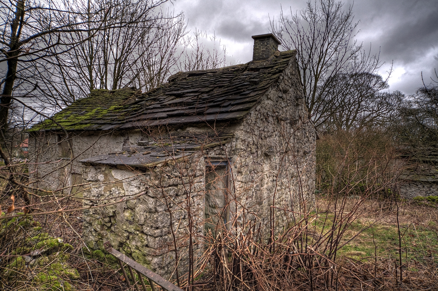 OLD COTTAGE by Rojer Weightman.jpg