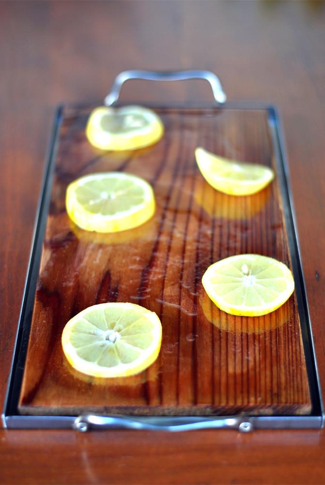tabua de cedro com limao siciliano e azeite