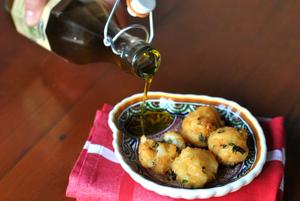 bolinho de bacalhau com azeite olitalia