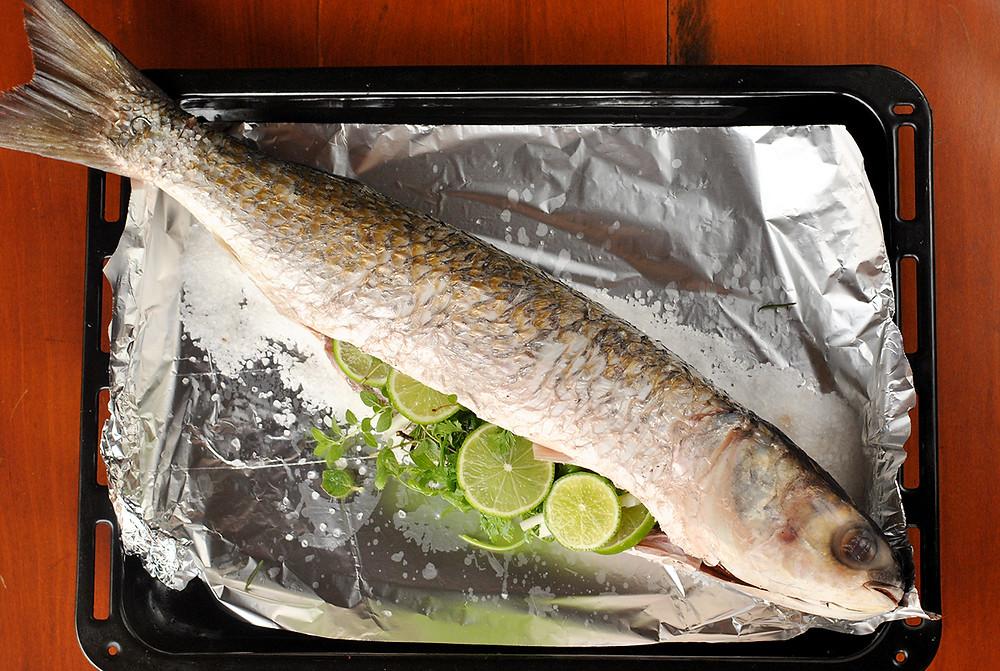 como preparar peixe assado rapido e facil cumbuquinhas