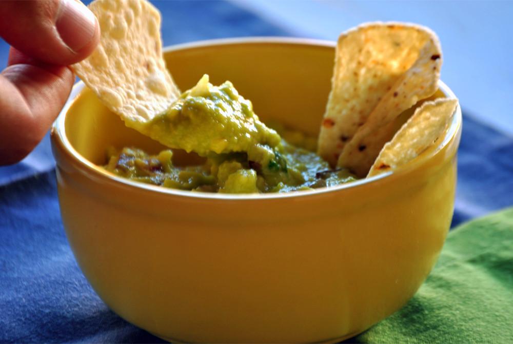 nachos e guacamole cumbuquinhas