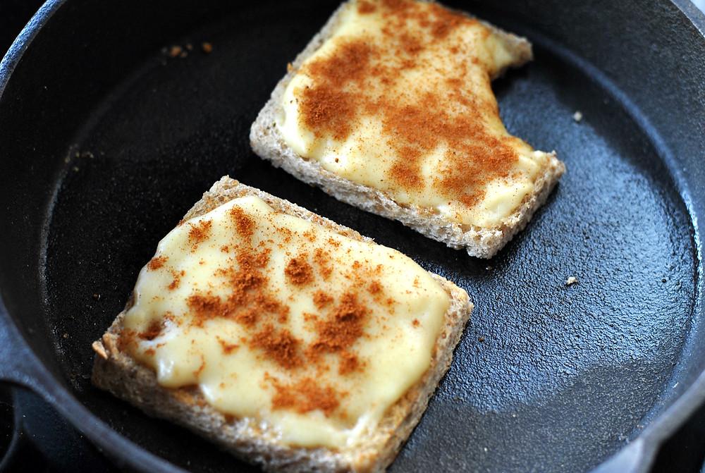 torrada com queijo e cerveja
