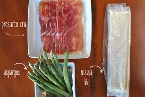 ingredientes para preparar rolinhos de aspargos com presunto cru