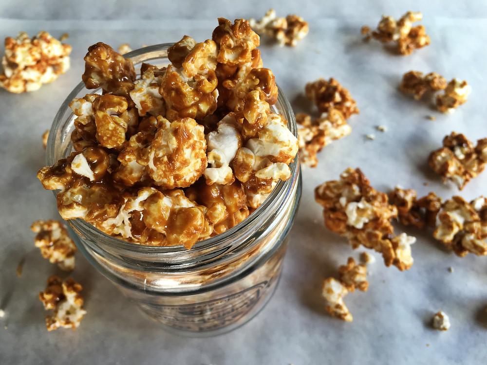 como fazer pipoca caramelizada