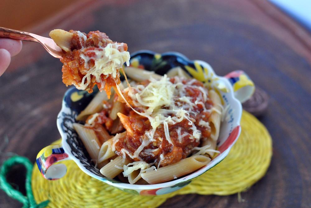 massa com molho berinjela tomate parmesao