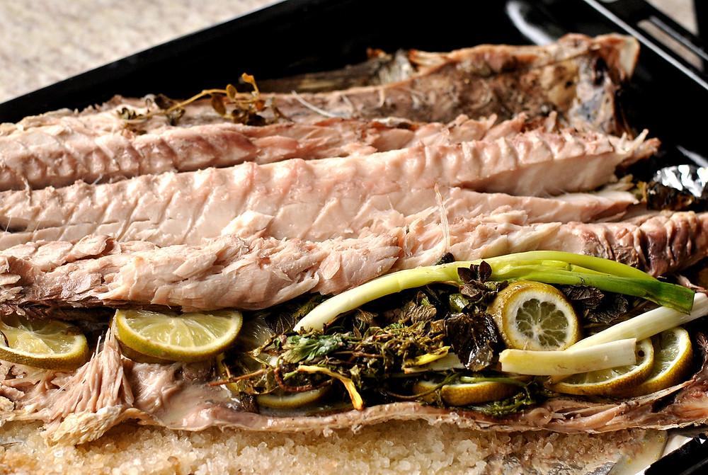 peixe assado suculente e prático