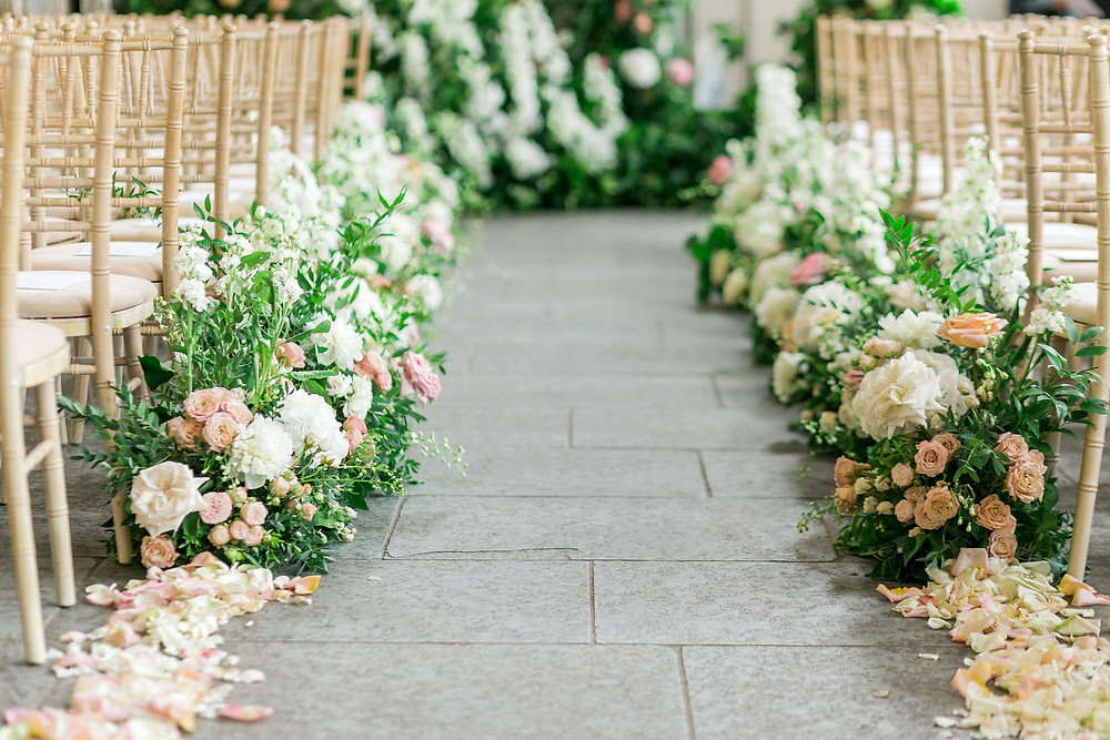 Aisle meadow with low arrangements and petals