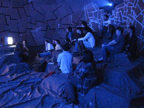 Produzir contextos: Conversas sobre curadoria com Gabriel Menotti