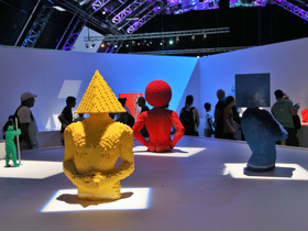 What makes a successful touring exhibition?