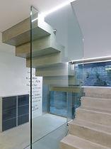 Une cage d'ecaliers épurée