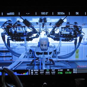 *الجراحة باستخدام الروبوت(الرجل الآلي)*