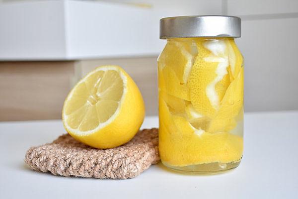lemon-peel-vinegar-bathroom-kitchen-clea