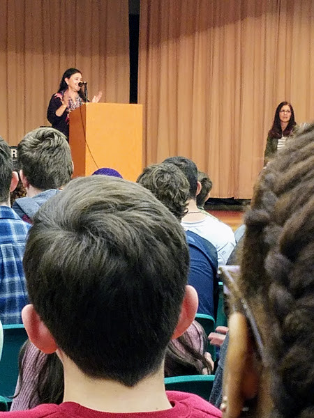 Diana Gabaldon speaking to Nassau County students
