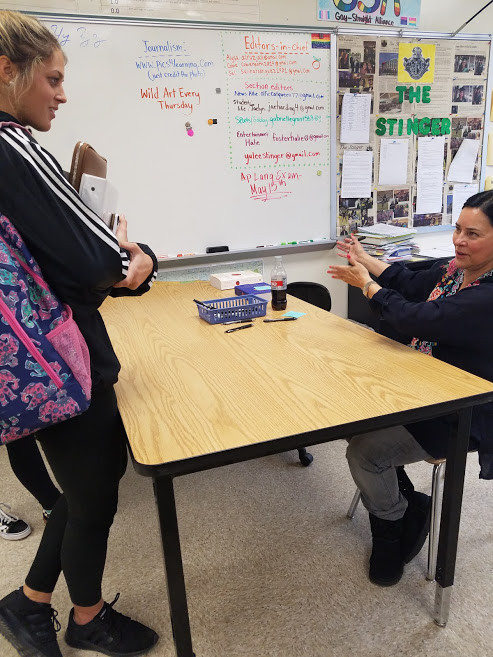 Diana Gabaldon speaking with a student