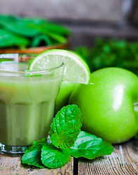 green-smoothie-with-apples.jpg