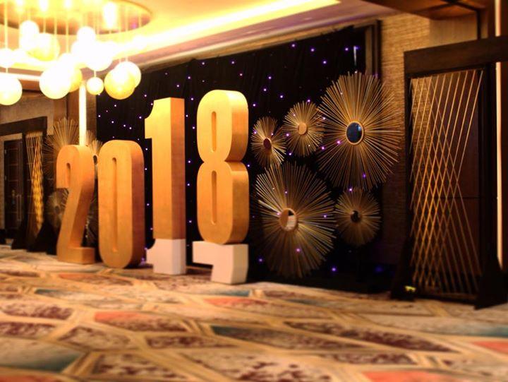 starburst set, radial archway NYE event