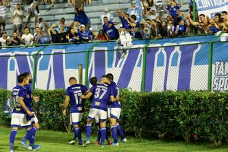 Cruzeiro vira em Juiz de Fora e chega à Liderança
