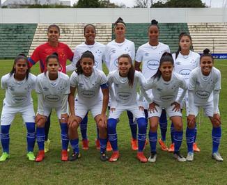 Cruzeiro vence o Grêmio e sai em vantagem pela vaga na final do Brasileirão A-2.