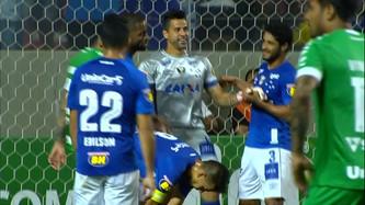 """Cruzeiro 3 x 0 Chapecoense: Cruzeiro de """"ressaca"""" atropela a Chape"""