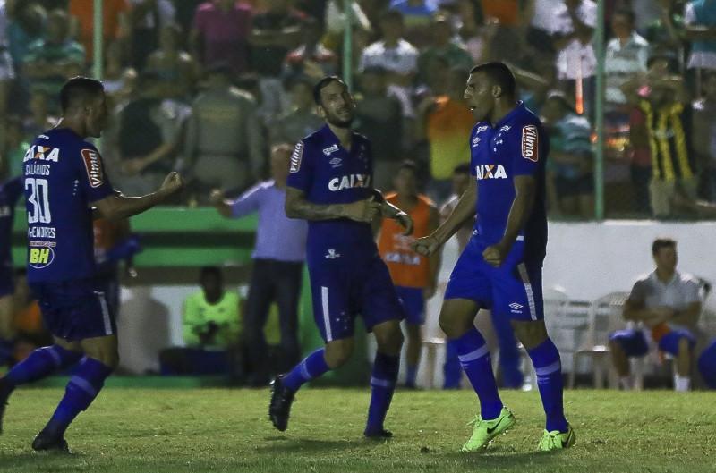 Comemoração de Ábila após o gol.