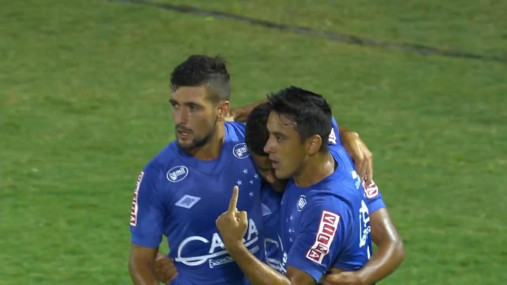 Robinho Arrascaeta e Elber na comemoração do 1º gol