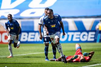 Cruzeiro de Enderson vence e mostra boas caras novas