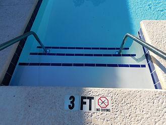 Easy entry pool