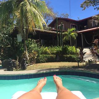 Warning Costa Rica may cause extreme happiness! 🧘🏻♀️🤪☀️🤣👙🏄🏻♀️🏖🦎🤟🏄♂️🐒🏝 #puravida #yogalife #yogagirl #yogainspiration #yogawithelda #yogar